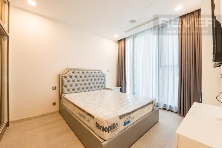 Phòng ngủ Căn hộ Vinhomes Golden River 1PN, tầng cao, tháp The Aqua 1, bàn giao kèm nội thất đầy đủ