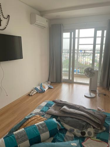 Phòng ngủ chung cư Gia Phát Apartment, Gò Vấp Penthouse Gia Phát Apartment view tầng cao thoáng mát, nhìn ra thành phố.