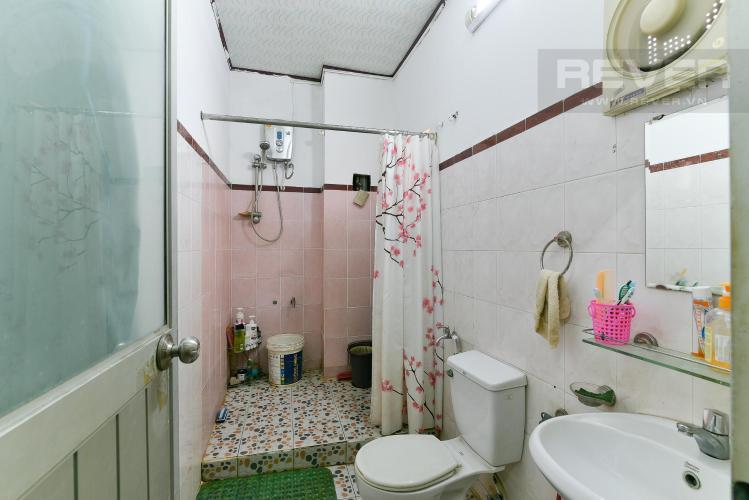 Toilet nhà phố Bình Thạnh Bán nhà hẻm ô tô quay đầu, gần vòng xoay Điện Biên Phủ, Quận Bình Thạnh, diện tích 204m2, pháp lý sổ đỏ