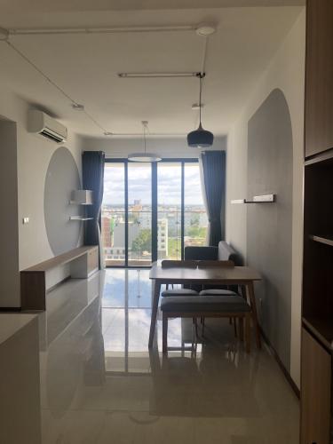 Phòng khách căn hộ One Verandah, Quận 2 Căn hộ chung cư One Verandah đủ nội thất tiện nghi, view thành phố.