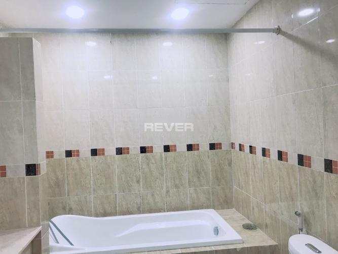 Phòng tắm PetroVietnam Landmark, Quận 2 Căn hộ PetroVietnam Landmark tầng trung, view nội khu mát mẻ.