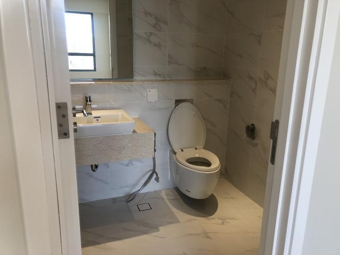 Phòng tắm Diamond Island Quận 2  Căn hộ view sông Đảo Kim Cương tầng cao, nội thất cơ bản.