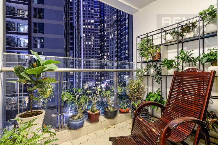 Balcony Căn hộ Vinhomes Central Park 3PN đầy đủ nội thất, view hồ bơi