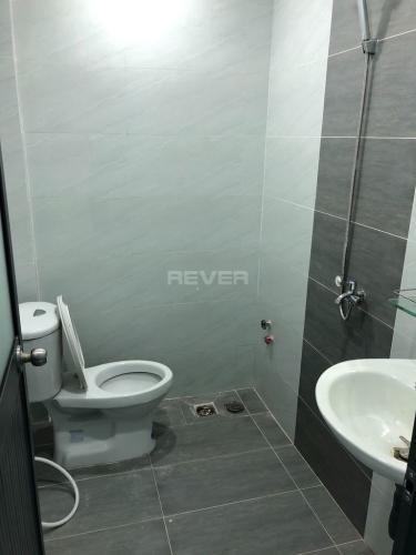Phòng tắm nhà phố Trường Lưu, Quận 9 Nhà phố hẻm 6m hướng Đông, thiết kế đại sang trọng.