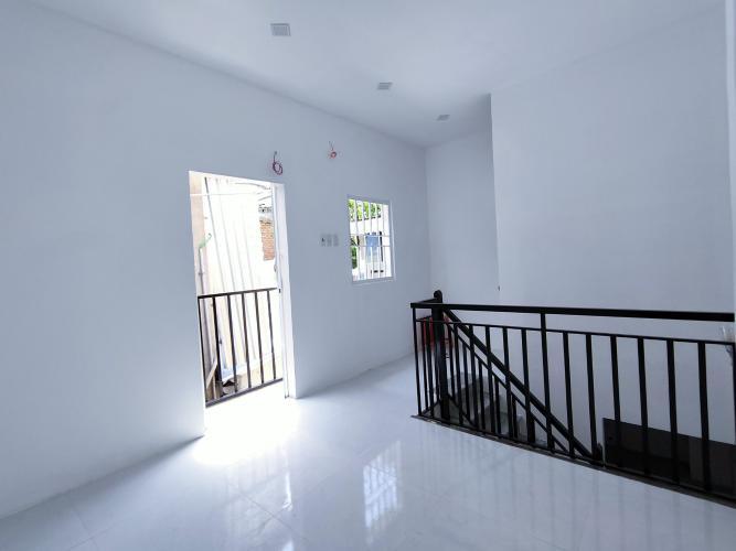 Phòng ngủ nhà phố Trần Đình Xu Nhà phố hẻm trung tâm Quận 1, thiết kế hiện đại.
