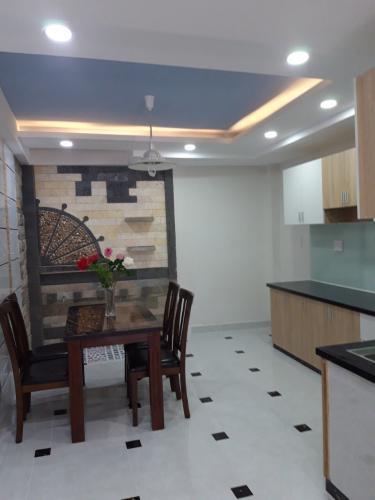Phòng bếp nhà Tân Phú Nhà phố hướng Tây Bắc diện tích sử dụng 185m2, nội thất cơ bản.