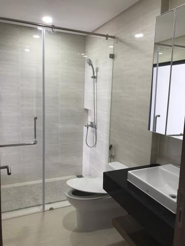 Phòng tắm căn hộ Saigon Pearl, Bình Thạnh Căn hộ Saigon Pearl view thành phố sầm uất, nội thất cơ bản.