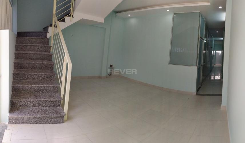 Bên trong nhà phố Thảo Điền, Quận 2 Nhà phố mặt tiền khu Thảo Điền, hướng Đông, rộng 120m2.