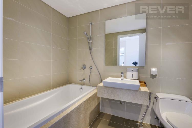 Toilet 2 Bán hoặc cho thuê căn hộ Diamond Island - Đảo Kim Cương 2PN, đầy đủ nội thất, view sông và Landmark 81
