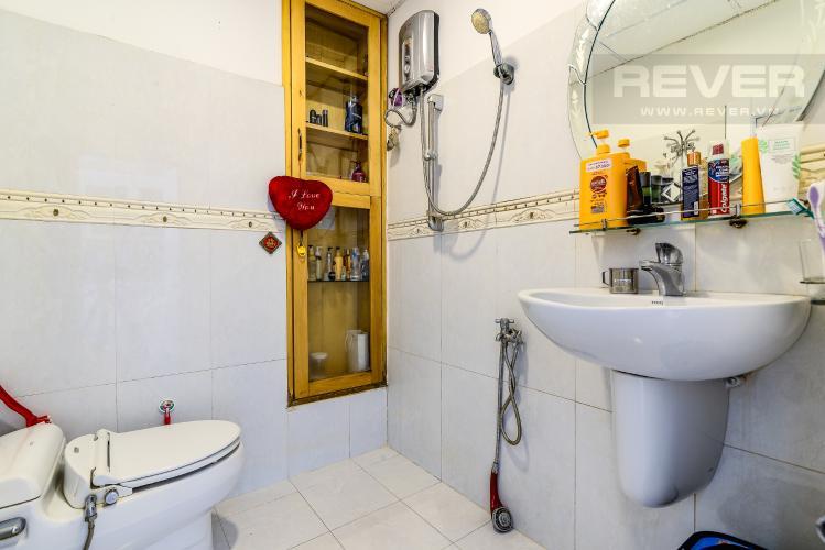 Phòng Tắm 1 Căn hộ Chung Cư Khánh Hội 1 tầng thấp 2 phòng ngủ nội thất đầy đủ