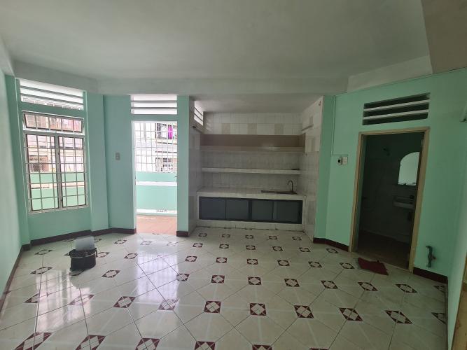 Phòng bếp căn hộ chung cư B4, Quận 4 Căn hộ chung cư B4 ban công hướng Đông Nam, view nội khu yên tĩnh.