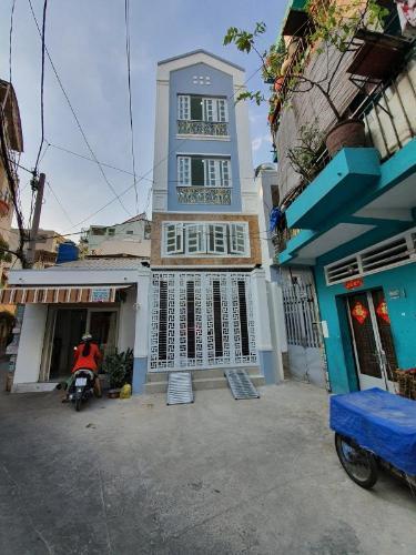 Mặt tiền nhà phố Bình Thạnh Nhà phố Bình Thạnh diện tích đất 52.9m2, hướng Đông Bắc.