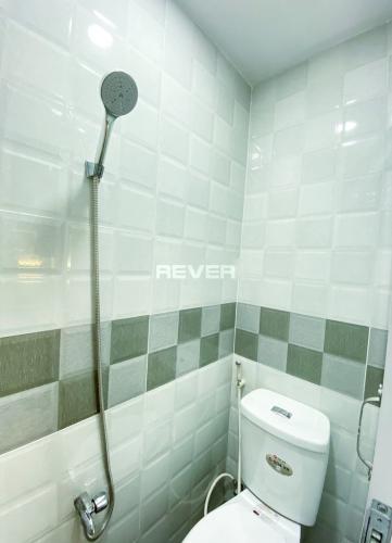 Phòng tắm nhà phố đường Trần Xuân Soạn, Quận 7 Nhà phố hướng Đông Bắc kết cấu nhà 1 trệt 2 lầu, hẻm trước rộng 3m.