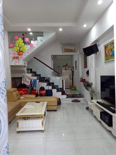 Phòng khách nhà phố Quận 9 Nhà phố trung tâm quận 9, sổ hồng đầy đủ, sân thượng rộng rãi.