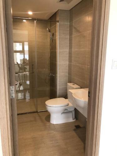 Phòng tắm căn hộ Vinhomes Grand Park Căn hộ Vinhomes Grand Park view nội khu, bàn giao đầy đủ nội thất.