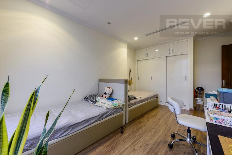 Phòng ngủ 2 Cho thuê căn hộ Vinhomes Central Park tầng trung, tháp Landmark 2, đầy đủ nội thất