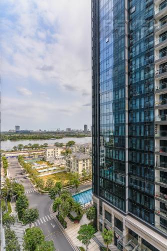 View căn hộ Vinhomes Golden River Bán hoặc cho thuê Vinhomes Golden River 2PN, tháp The Aqua 1, đầy đủ nội thất, view sông và nội khu
