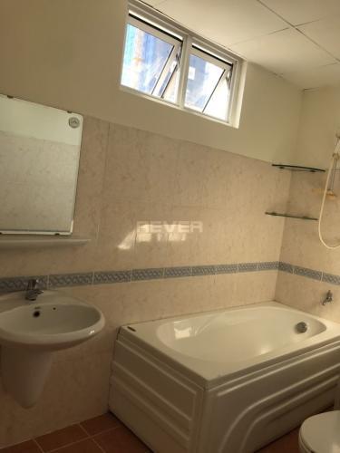 Phòng tắm Central Garden Quận 1 Bán căn hộ Central Garden trung tâm Quận 1, nội thất đầy đủ.