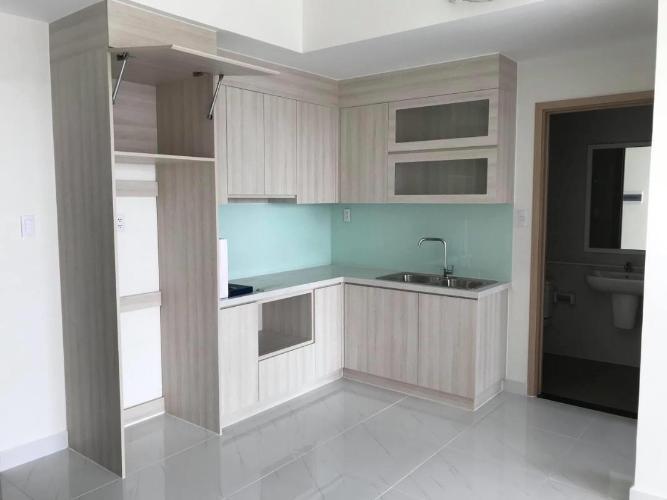 Căn hộ Safira Khang Điền tầng thấp, phòng ngủ lót sàn gỗ.