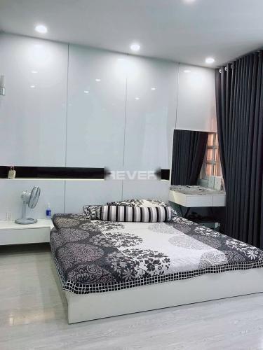 Phòng ngủ nhà phố Phú Nhuận  Nhà phố hẻm xe hơi, diện tích sử dụng 144m2 hướng Tây Nam.