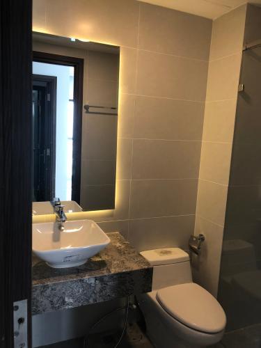 Phòng tắm Res 11, Quận 11 Căn hộ Res 11 tầng cao, view thành phố sầm uất.