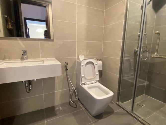 Phòng tắm One Verandah Quận 2 Căn hộ One Verandah tầng thấp, view thành phố và sông.