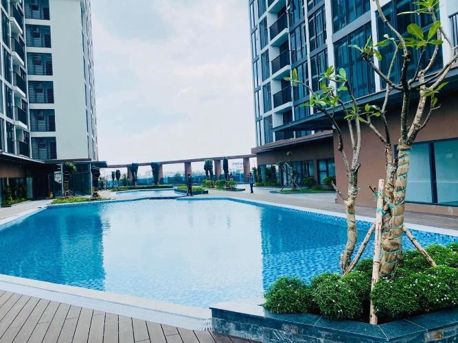 Hồ bơi Eco Green Saigon Căn hộ Eco Green Saigon tầng cao, nội thất cơ bản, 3 phòng ngủ.