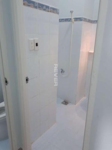 Phòng tắm chung cư Phú Thọ, Quận 11 Căn hộ chung cư Phú Thọ tầng trung, view sân bóng, nội thất cơ bản.