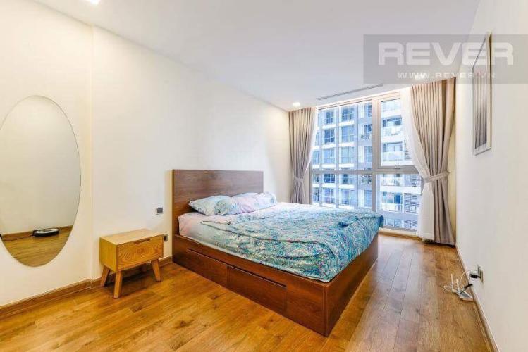 Phòng ngủ căn hộ VINHOMES CENTRAL PARK Bán hoặc cho thuê căn hộ Vinhomes Central Park 2PN, tầng 17, đầy đủ nội thất, view hồ bơi