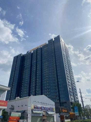 Bên ngoài tòa nhà căn hộ Sunshine City Saigon Cho thuê căn hộ Sunshine City Saigon dọn vào ở ngay, nội thất cơ bản.