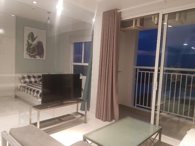 Phòng khách Tropic Garden, Quận 2 Căn hộ Tropic Garden tầng trung, ban công hướng Tây Bắc.
