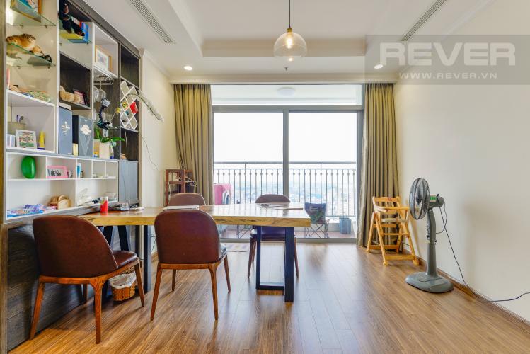 Bàn ăn Bán căn hộ Vinhomes Central Park 3PN nội thất đầy đủ, có thể dọn vào ở ngay