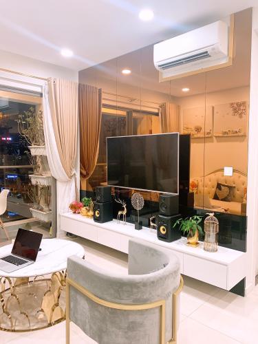 phòng khách căn hộ Masteri Millennium Căn hộ Masteri Millennium đầy đủ nội thất, view thành phố sầm uất.