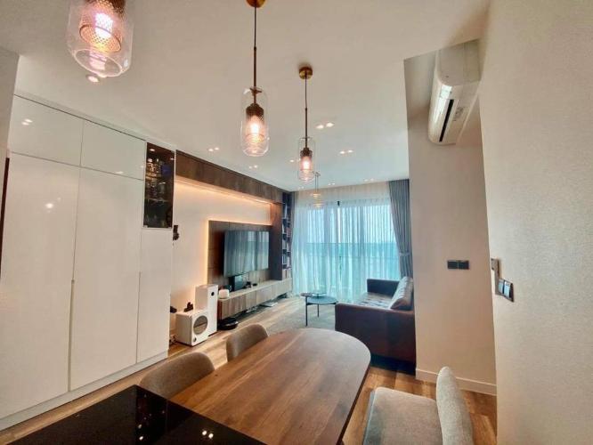 Căn hộ tầng cao Feliz En Vista nội thất sang trọng, sàn gỗ.