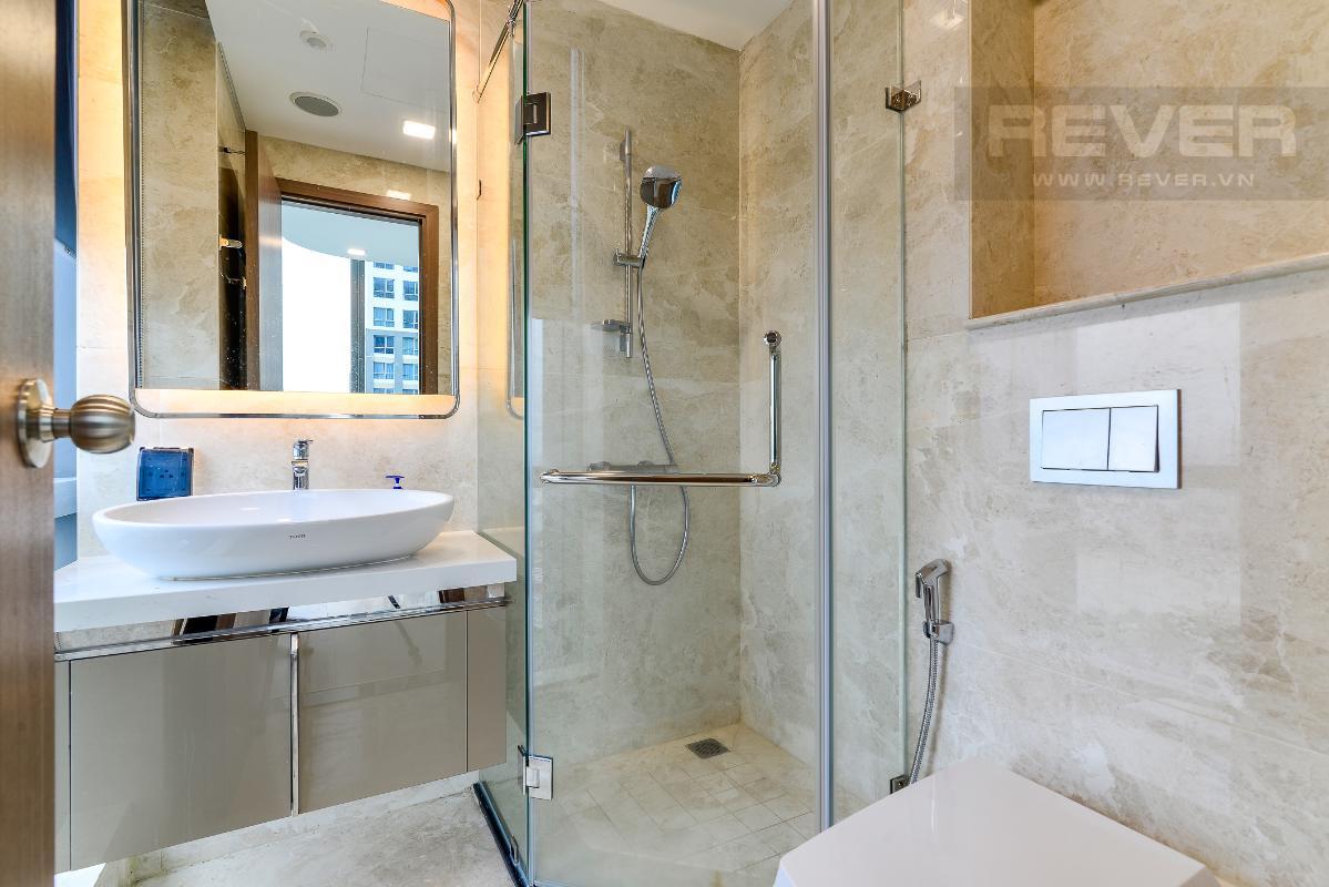 _DSC3991 Cho thuê căn hộ Vinhomes Central Park 2PN, tháp Landmark 81, nội thất cơ bản, là căn góc, view Xa lộ Hà Nội