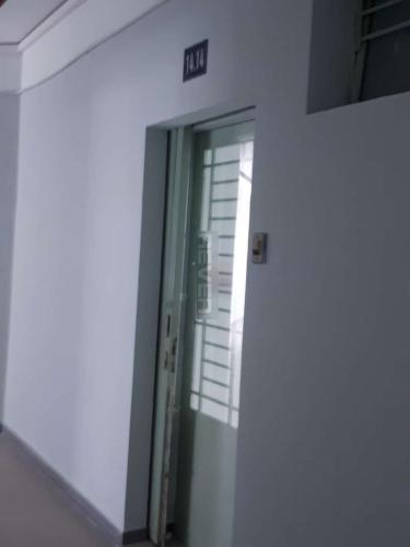 Căn hộ chung cư Phú Thọ, Quận 11 Căn hộ chung cư Phú Thọ tầng trung, view sân bóng, nội thất cơ bản.