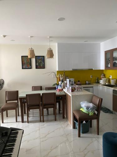 Phòng ăn Kingston Residence, Phú Nhuận Căn hộ Kingston Residence nội thất tiện nghi, view thoáng mát.