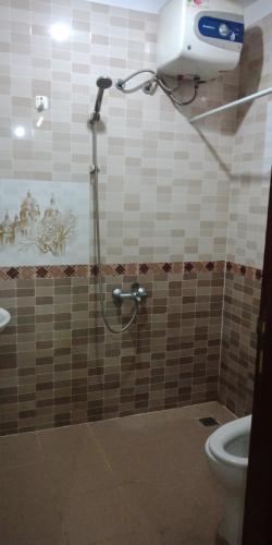 Phòng tắm căn hộ chung cư Quân Đội Căn hộ tầng thấp chung cư Quân Đội 3 phòng ngủ, nội thất cơ bản.