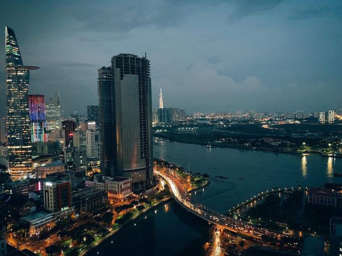 View ban công Saigon Royal Căn hộ Saigon Royal tầng cao thiết kế sang trọng view hướng ra sông.