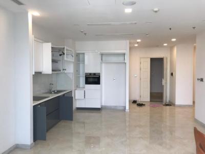 Bán căn hộ Vinhomes Golden River 2PN, tầng cao, nội thất cơ bản, view thành phố và Landmark 81
