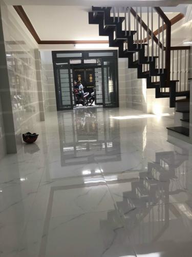 Phòng khách nhà phố Nhà phố trung tâm Tân Phú hướng Nam, hẻm xe ba gác.