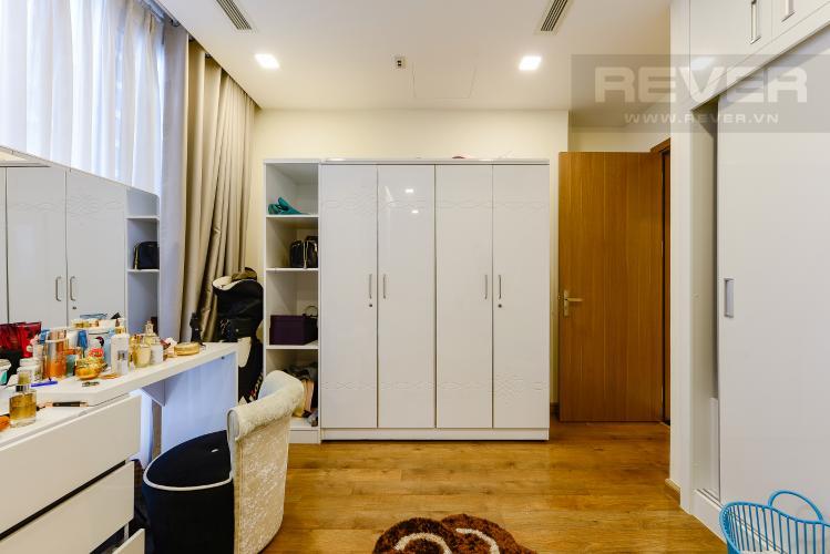 Phòng thay đồ Bán căn hộ Vinhomes Central Park tầng trung 3PN đầy đủ nội thất view sông