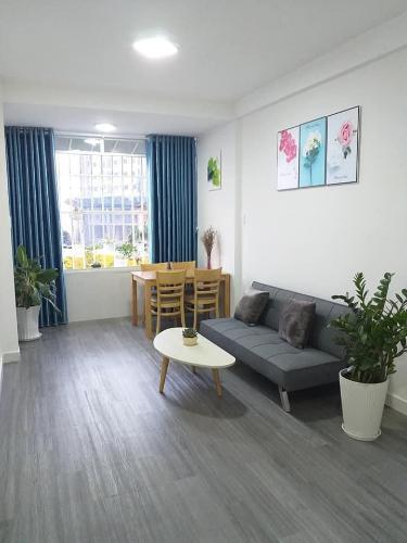 Căn hộ chung cư Mười Mẫu đầy đủ nội thất, view nội khu.