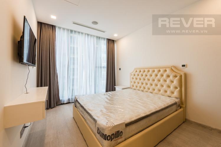 Phòng ngủ Căn officetel Vinhomes Golden River tầng cao, nội thất đầy đủ, cho thuê giá tốt