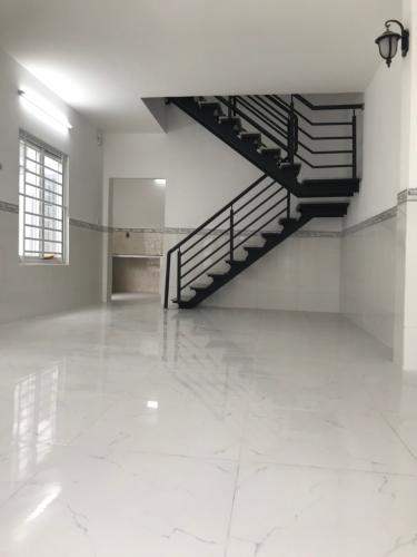 Phòng khách nhà phố Dương Quảng Hàm, Gò Vấp Nhà phố 2 mặt hẻm Quận Gò Vấp có sổ hồng riêng, khu dân cư an ninh.