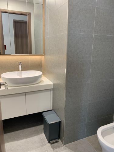 Phòng tắm Sunwah Pearl, Bình Thạnh Căn hộ Sunwah Pearl tầng cao, ban công view nội khu.