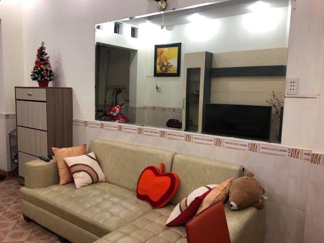 Phòng khách nhà Trần Quang Diệu, quận 3 Nhà phố trung tâm quận 3, hướng Nam, nội thất đầy đủ mới.