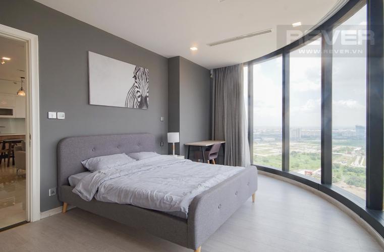 Phòng Ngủ 1 Bán hoặc cho thuê căn hộ Vinhomes Golden River 3PN, tầng trung, đầy đủ nội thất, view sông Sài Gòn và Bitexco