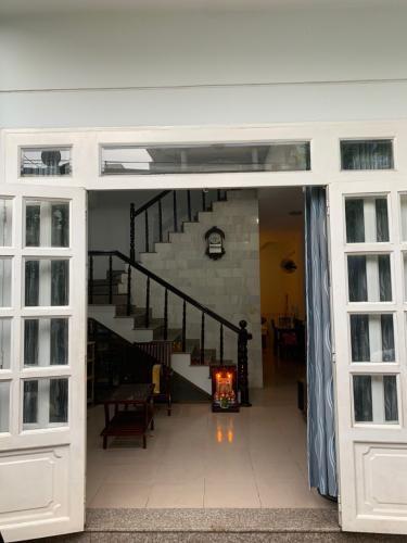 Nhà phố 1 trệt 1 lầu, cửa chính hướng Đông hẻm đường Huỳnh Tấn Phát