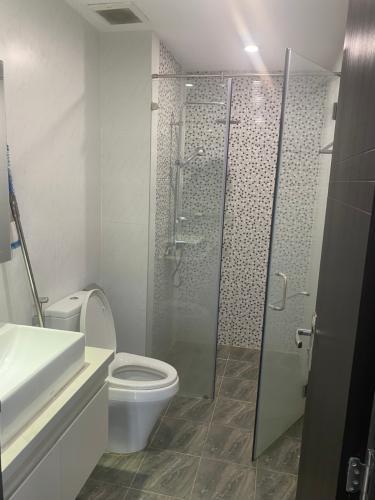 Toilet The Gold View, Quận 4 Căn hộ The Gold View đầy đủ nội thất, view nội khu thoáng mát.